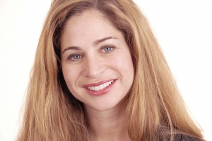 Susan Gummy Smile F Post 0407
